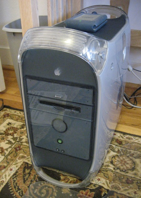 The G4 AGP Graphics Power Mac I use to color the 'toons.